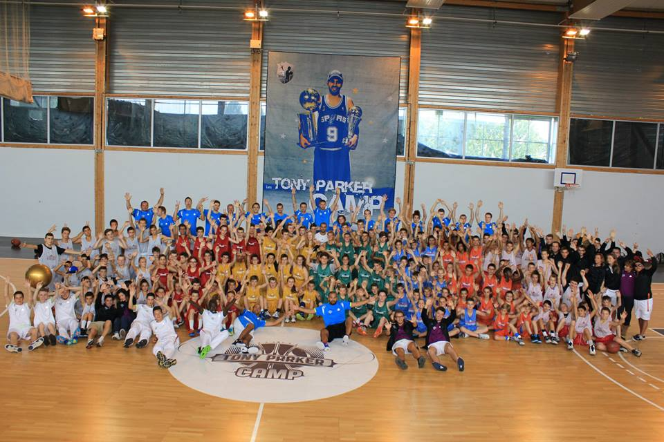 Les 140 stagiaires,  15 coachs,  10 kinés et ostéopathes et les membres de l'organisation du TP Camp.